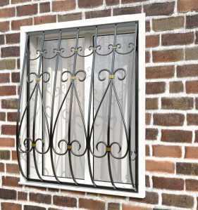 Фото 23 - Кованая решетка на окно КР-0020.