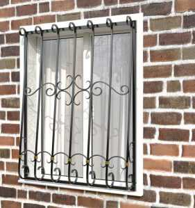 Фото 66 - Кованая решетка на окно КР-0017.