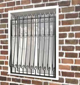 Фото 25 - Кованая решетка на окно КР-008.