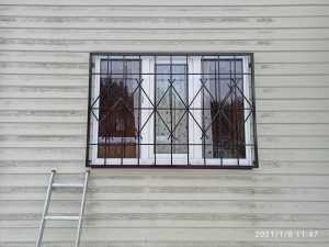 Установка решеток на окна каркасного дома
